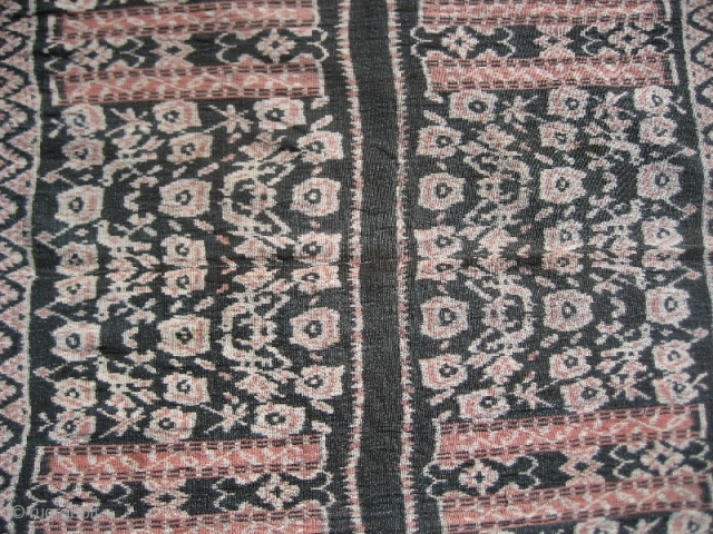 Shawl from Roti island in Eastern Indonesia. Bird and blossom motifs in the field. Soft patina, old colors. VGC. Circa Early 20th century.