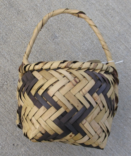 Semi-antique Choctaw river cane basket, hand woven twill, Mississippi, 2nd qtr 20thC, a small gift basket, strong with some soiling, the approximate size is 5in x 4in x 6in, #9997, shipping is  ...
