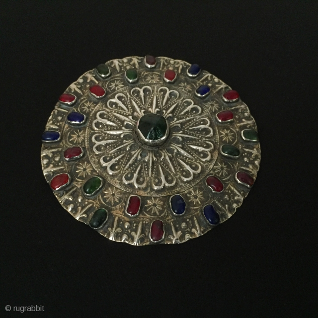 Central-Asia Turkmen-Yomud antique silver pendant ethnic tribal button gilded with nice glass necklace original tribal jewelry Excellent condition Circa-1900 Size : ''10.8cm x 10.8cm'' - Circumference : 34cm - Weight : 71  ...