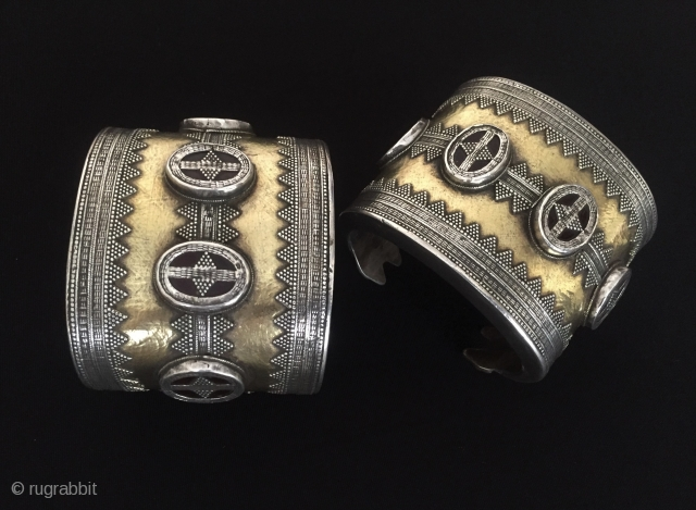 Central-Asia Kazaksytan A pair of ethnic vintage tribal silver cuff bracelets fire gilded very fine handcrafted traditional wedding bracelets Good condition ! Circa - 1900 Size - Height : 6.5 cm -  ...