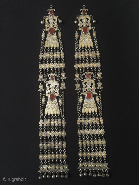 Central-Asia A pair of Turkmen-yamud silver headdress jewelry fire gilded with cornalian Great condition ! Circa - 1900 Size - Lenght : 55 cm - Width : 8.5 cm - Weight :  ...