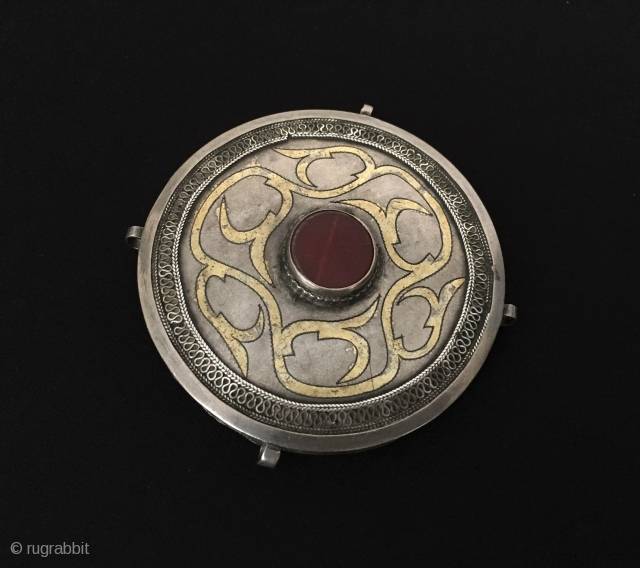Central-Asia Ethnic Turkmen talismanic design tribal silver box pendant fire gilded with cornalian Excellent condition ! Circa - 1900 Size - ''8.7 cm x 8.7 cm'' - Circumference : 26 cm -  ...
