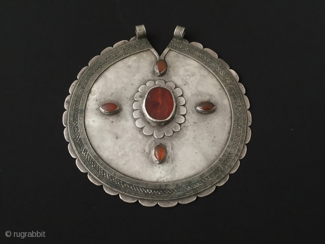 Central-Asia Turkmen-Ersary flowers dizayn antique silver pendant with cornalian excellent condition original ethnic turkmen tribal jewelry Circa 1900s Circumference'47'cm-Height'14.5'-Width'15.5'cm-Weight:151 gr Thank you for visiting my rugrabbit store!