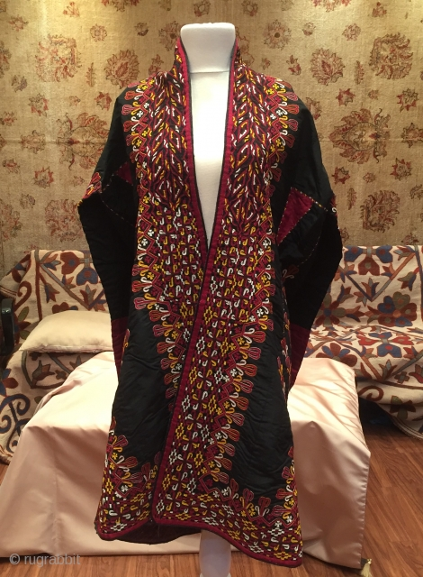 Central-Asia A beautifull Ethnic Turkmen kaftan dress naturel colors Fine handcrafted Size - Height : 108 cm - Under arm : 62 cm - Arm lenght : 160 cm Thank you for  ...