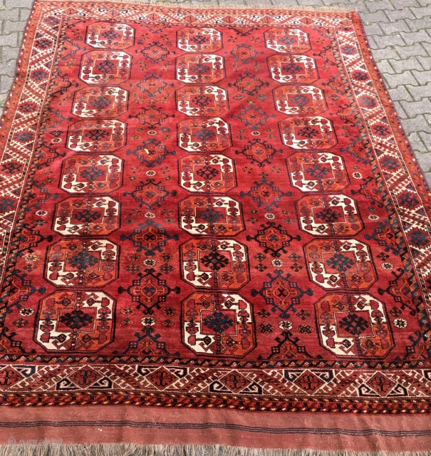 Very good pile Kizil Ayak or Ersari main carpet. Perfect for floor use, end of 19th century piece. 3 m x 2,35 m.