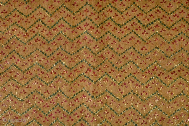 Rare antique piece of cloth, embroidery, Gujarat/India, ca. 1800, silk and gold threads, cut material, cottonlining attached for preservation, traces of use, size ca. 81 x 55 cm
