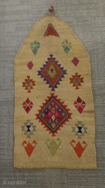 An Eastern Anatolian prayer rug in very good condition. Vegetal fiber and wool. Cm 57 x 110. Mid 20th century or earlier.