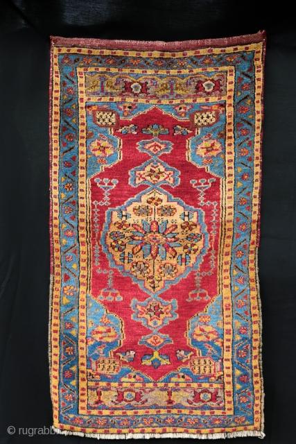 Very fine Anatolian Yastik , good condition . Size : 105/58 cm
