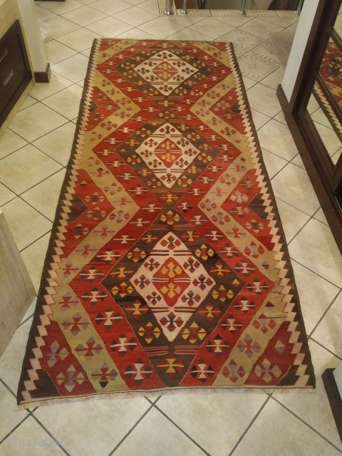 Antique Anatolian Rug // Region: Sivrihisar (Central Anatolia) // Year : Early 20th Century // Size : 280 cm x 110 cm // message me for more information
