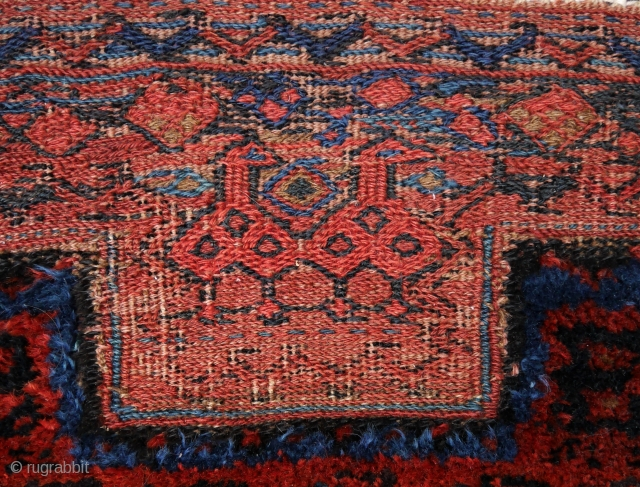 bakhtiari khordjin, with two birds. wool on wool, beautiful deep natural colours, full pile, traces of use at the left and right (picture 3), clean. 