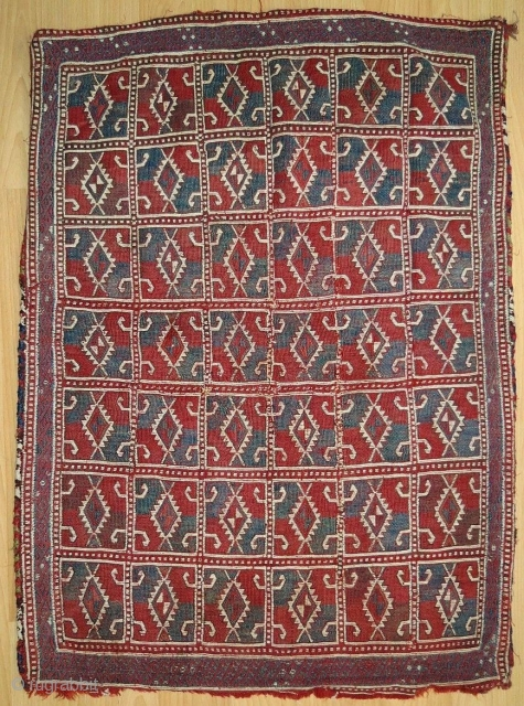 On first glance this piece looks like nothing, but still irritating. For the experienced eye the weave is unbelievable. Look at the details. Obruk djadjim, imo early 19th century.