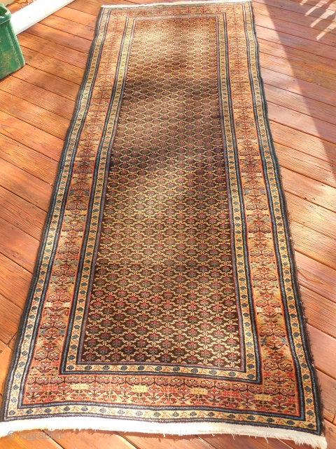 PERSIAN GALLERY CARPET IN EXCELLENT CONDITION 