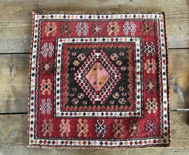 Khorjin sumack bag face. Cm 56x56. Early 20th c. Kurdish? Shahsavan? Very elegant, low profile. In great condition.