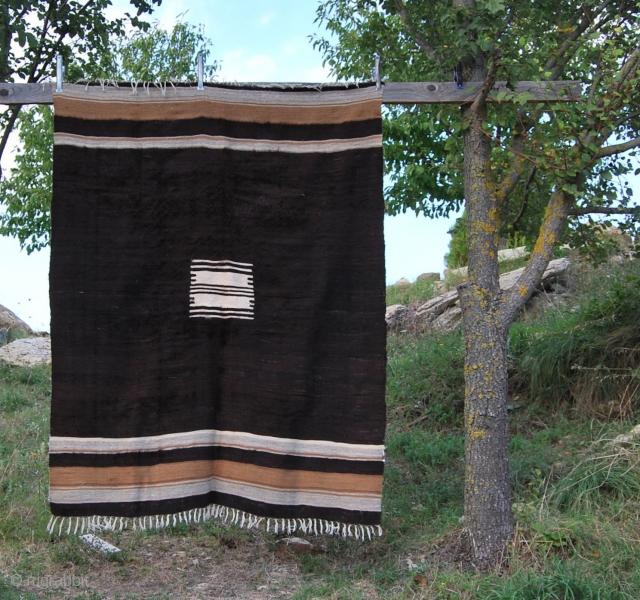 Siirt blanket - Eastern Turkey - first half 20th century - cm 133x173 MINIMALISM in rugs - battaniye, siirt blankets -eastern TURKEY One of the best Minimalism expressions. See here some examples:  ...
