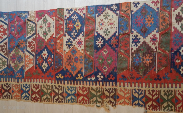 South-east Anatolian kilim detail. The strip size is cm 90x420. Fantastic colors. All other infos on rq.