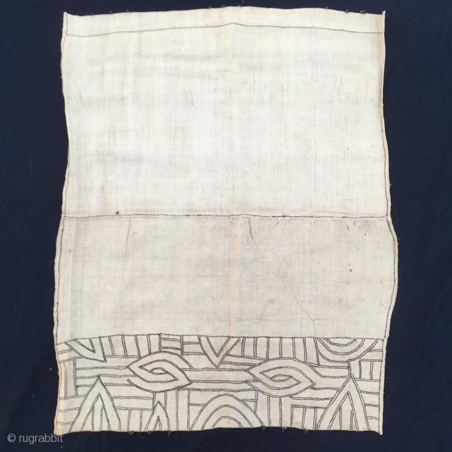Raffia, Congo. Bakuba Bushong large panel. cm 75x92. Incredibly fine weaving. Minimalistic African tribal art.