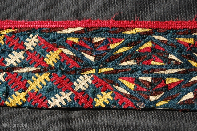 Tekke Turkman chirpy collar. Cm 132x7. Great colors. Over 100 years old. Pls note the changing pattern. Dark blue, green or black was worn by young married woman. See more pics pls: