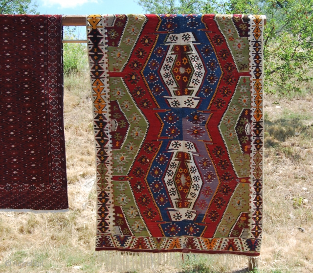 Taspinar kilim, Aksaray area, Central Anatolia. Cm 364x180. First quarter 20th century. In good condition, two small holes. Three medallion pattern, two visible, a third one on the back, see 2nd pic.  ...
