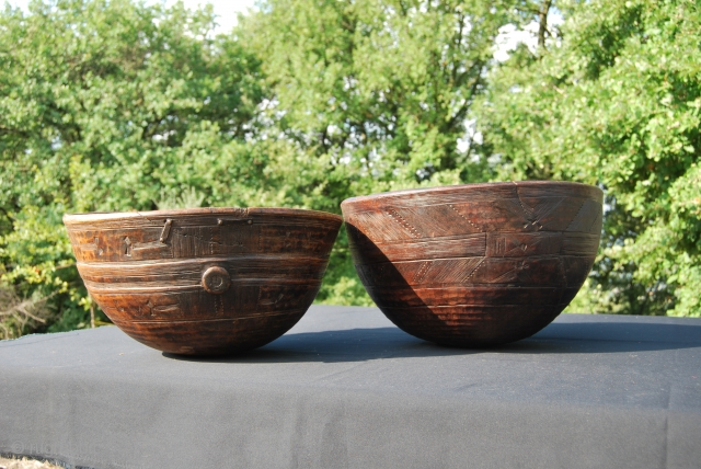 Tuareg wooden calabash or bowls. Collected in West Africa along the border between Mali and Mauritania. Size is cm 24h and 44 diameter of the smaller one and cm 26h and 46  ...