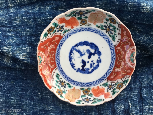 Japan, Imari plate, diam cm 17 x 3 h. 1900 ca. Pattern with fish & plants. Good condition. Could the textile be older? Fyi I have a whole set of 6 plates.  ...