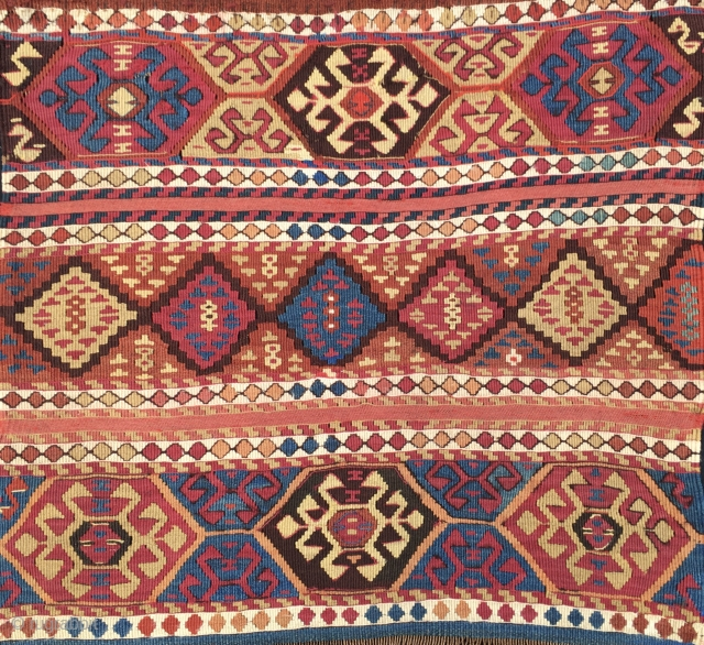 Wonderful antique natural color Sinanli bag face. Cm 69x73. See the fantastic cochineal, the lovely madder red & orange, the bright yellow, the deep indigo blue.....Great unusual thin weave in between the  ...