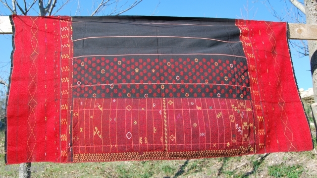 Burma. Jingpho tribe skirt. This is a woman's wrap around skirt of the Southern Jingpho tribal group. Cm 147x85. First half 20th century. This group, also called Chingpaw, lives mainly in Northern  ...