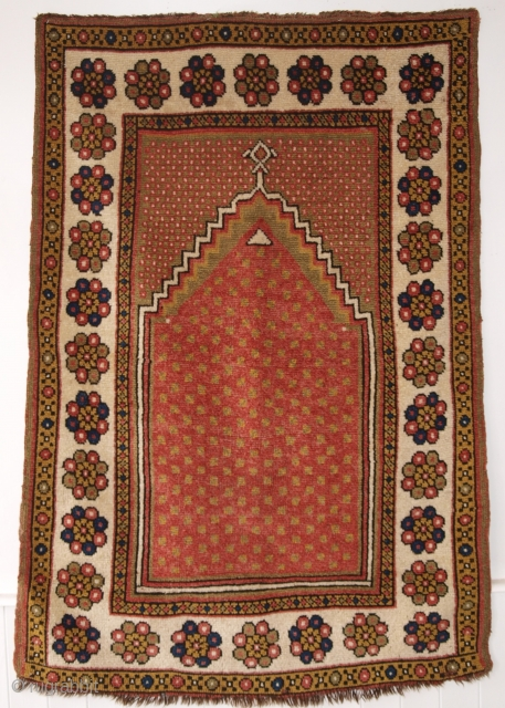 Antique Turkish Monastir prayer rug of classic minimalistic design with superb rose red field. www.knightsantiques.co.uk Size: 4ft 11in x 3ft 3in (151 x 100cm).