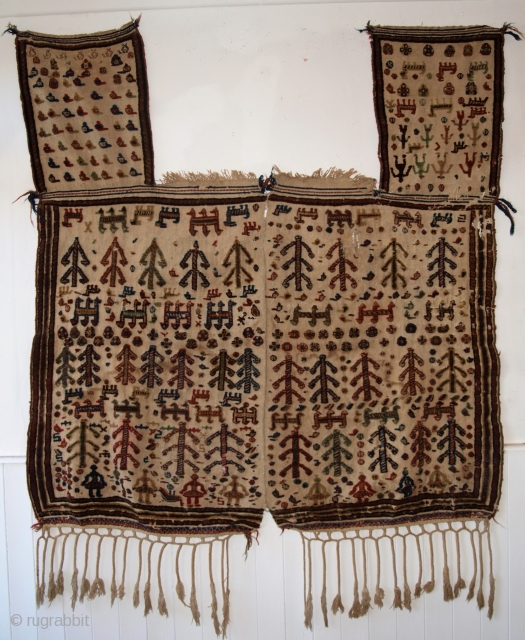 Antique South West Persian Qashqai tribal horse cover. www.knightsantiques.co.uk Size: 5ft 0inx 4ft 9in (153 x 145cm) excluding tassels. 