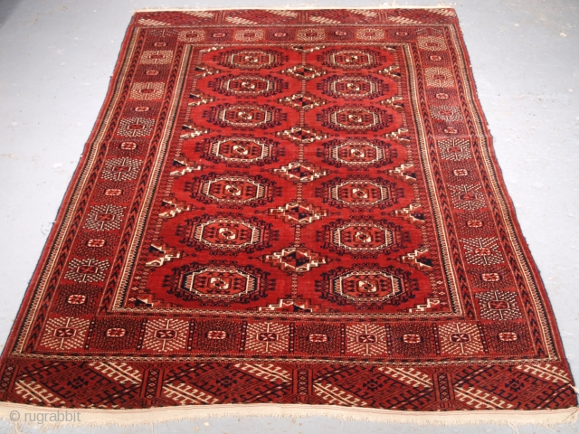 ***Spring sale*** £850.00 click the link www.knightsantiques.co.uk to view more items.  Size: 6ft 1in x 4ft 9in (186 x 144cm).  Antique Tekke or Saryk Turkmen rug with well drawn large Saryk turreted guls.  Circa 1880.  This  ...