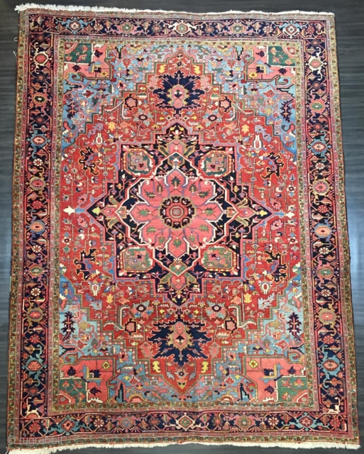 Antique Heriz carpet with a very well-drawn large medallion and excellent colours. www.knightsantiques.co.uk  Size: 11ft 7in x 8ft 11in (352 x 272cm).   Circa 1900.  The carpet has a large central medallion of traditional  ...