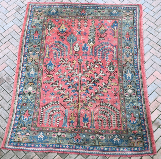 Old Turkish Ushak small carpet in full pile. Circa 1920. Approx. 300x200cm