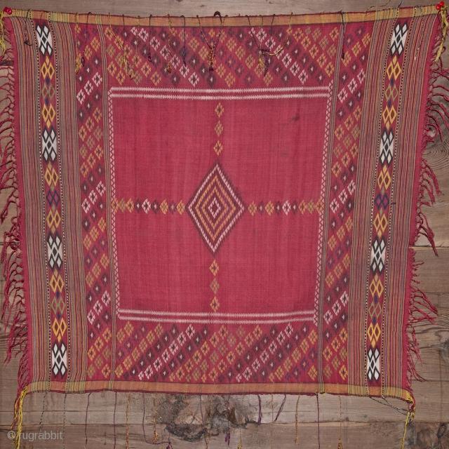 Small shawl, Turkmen. Circa 1900. 65 X 72 cm