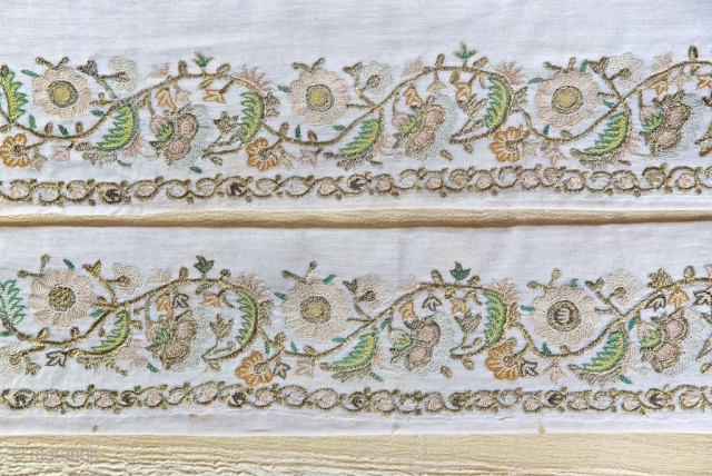 Otoman embroidered towel, 48 X 95 cm , complete but cutter by middle. Circa 1.800.