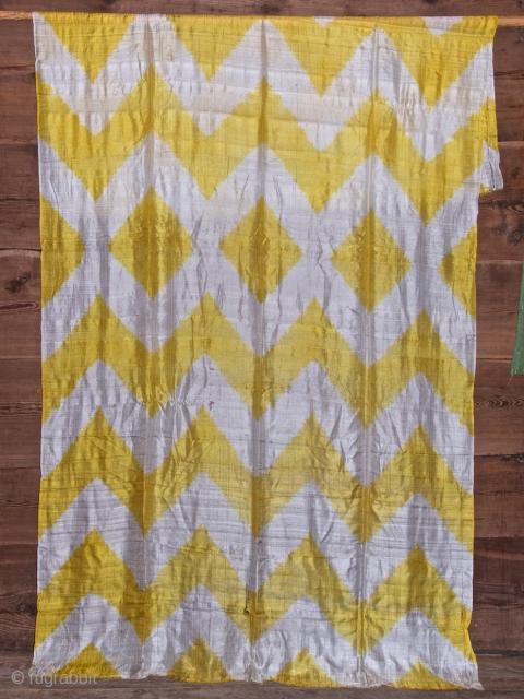 Old plangi silk shawl. 126 X 241 cm. Turkestan, Caucase ?