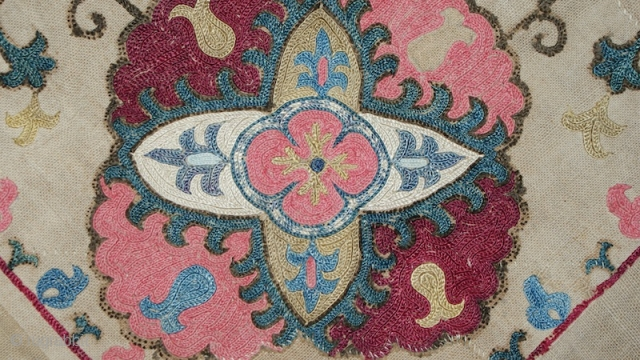 Beautiful 1880th Uzbek suzani bohca. Specatcular thin chain stitches and excellent natural dyes colours. It is very rare piece, i have not seen many of them, it is very rarely find these  ...