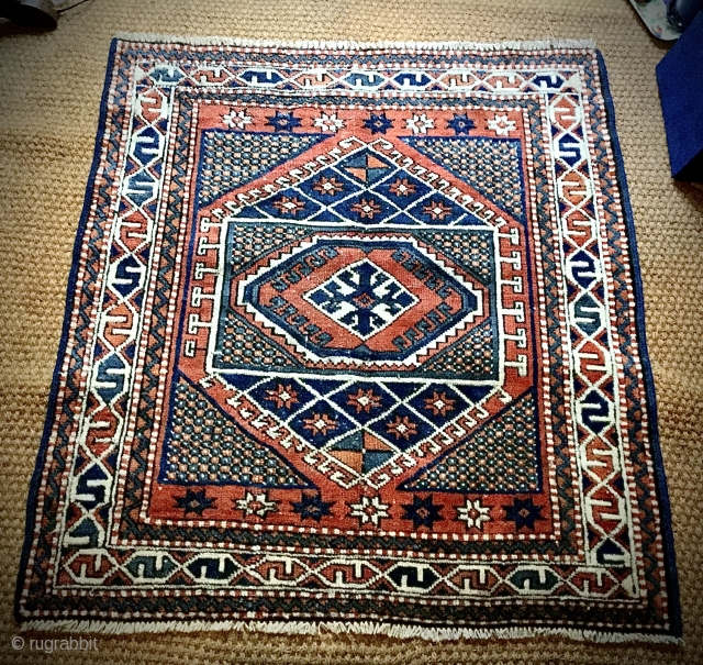Small vintage Turkish rug, ends secured. No apparent repairs. Size: 103cm x 72cm