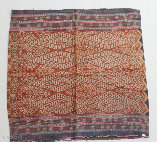 Indonesia textile cloth from Kalimantan. cotton. 19th century. Size : 120cm x 60cm. has minor damage (please see on he picture).