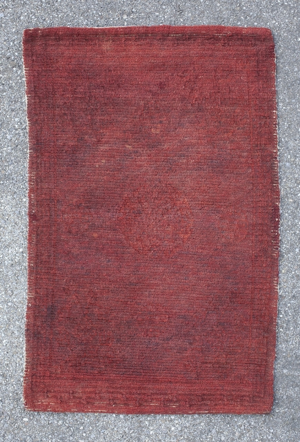 Lovely Tibetan sitting rug or saddle top. Warm red tone. Very subtle medallion pattern. Great condition. 1st quarter 20th century. 83*54 cm.