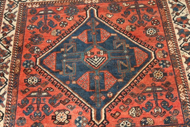 natural colour 19th century Qashqai rug Clean hand wash size 1.07cm x 1.07cm