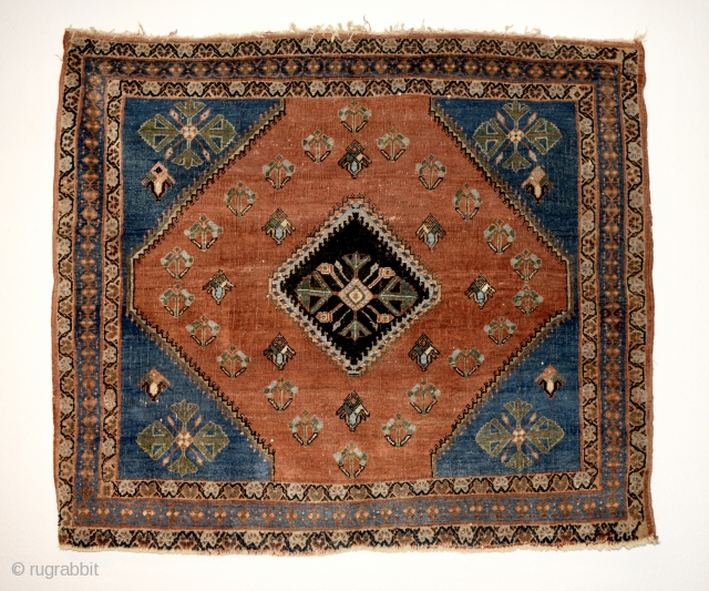 Early 20th century Qashqai. All natural colors with harmonious palette. Fine weave and wonderful composition.