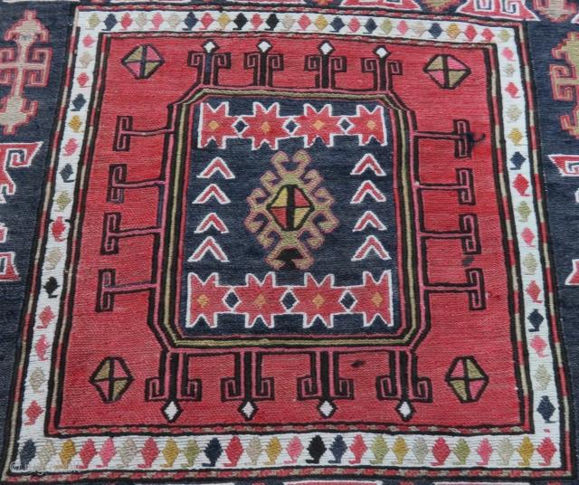 Caucasian Bag Faces Size 53x58 cm / 1'7''x1'9'' 53x56 cm / 1'7''x1'8''