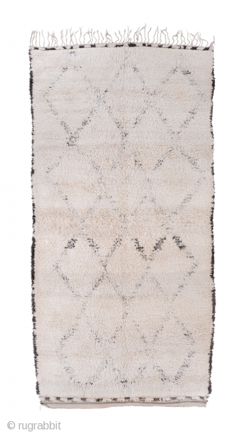 tm 2021, light white Beni Ouarain or Marmoucha pile rug with deep pile + half hidden design, north-eastern Middle Atlas, Morocco, 1970s/80s, 400 x 200 cm (13' 2'' x 6' 8''). www.berber-arts.com