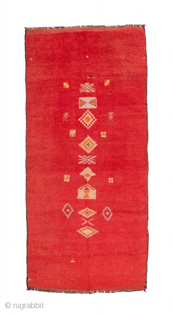 tm 2036, Oulad bou Sbaa (the sons of the lion....) pile rug, central Haouz plains, Morocco, 1960s, 330 x 155 cm (10' 10'' x 5' 2''). www.berber-arts.com