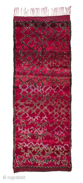 TM 1949, Ait Seghrouchène du Sud, Ait bou Ichauen, eastern High Atlas / plateau du Rekkam, Morocco, 1980s, 390 x 140 cm (12' 10'' x 4' 8'').  www.berber-arts.com