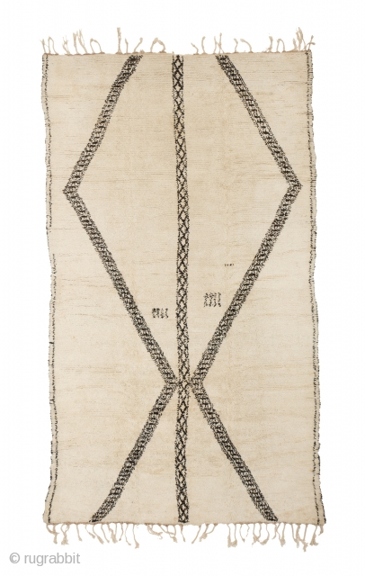 tm 1971, Beni Ouarain, north-eastern Middle Atlas, Morocco, dated 1968, 355 x 205 cm (11' 8'' x 6' 10''). 
