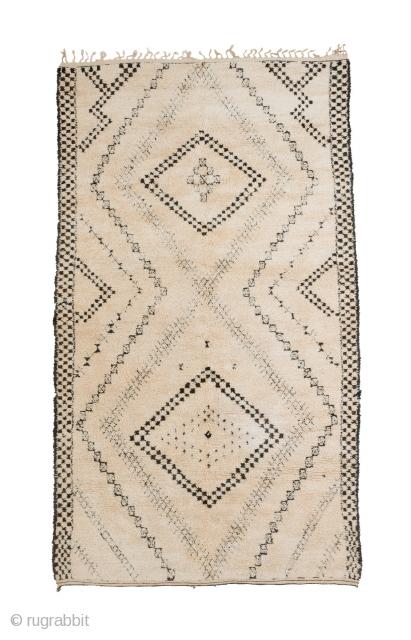 tm 1972, Ait Seghrouchène, northern Middle Atlas, Morocco, 1970s, 330 x 190 cm (10' 10'' x 6' 4'').  www.berber-arts.com