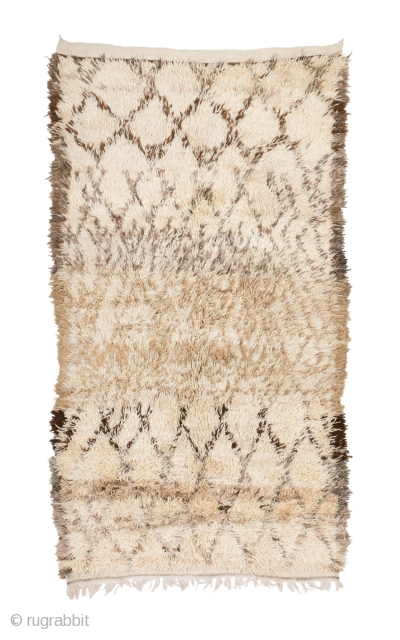 tm 2127, Beni Mguild or Marmoucha pile rug, eastern Middle Atlas, Morocco, 1990s, 300 x 170 cm (9' 10'' x 5' 8''). www.berber-arts.com