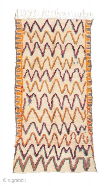 tm 2130, Ait bou Ichaouen pile rug with a rare cream ground colour, eastern High Atlas near Talsint, Morocco, 1990s, 300 x 160 cm (9' 10'' x 5' 4''). www.berber-arts.com