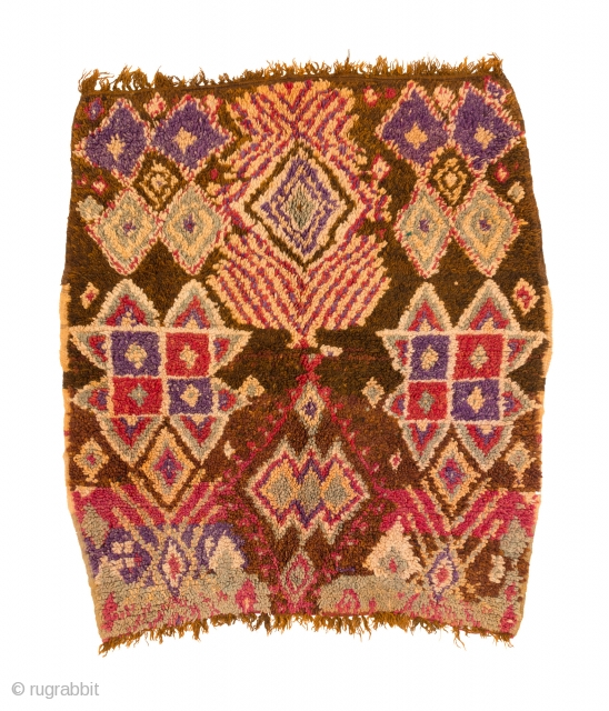 tm 2149, Zayan pile rug with a rare design, probably a saddle cover, western Middle Atlas near Moulay Bouazza, Morocco, 1960s, 135 x 120 cm (4' 6'' x 4'). www.berber-arts.com