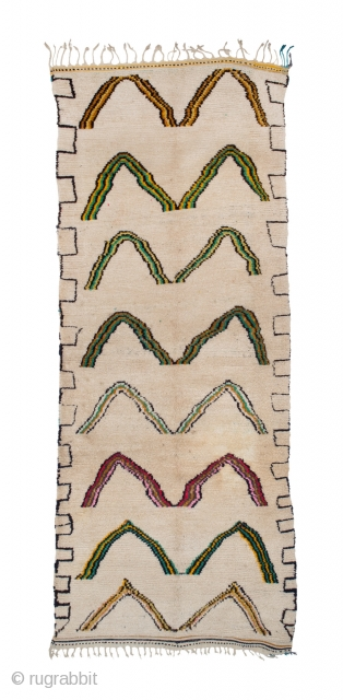 tm 1835, long pile rug from the Azilal region, central High Atlas, Morocco, 1980s/90s, 330 x 130 cm (9' 10'' x 4' 4''). 